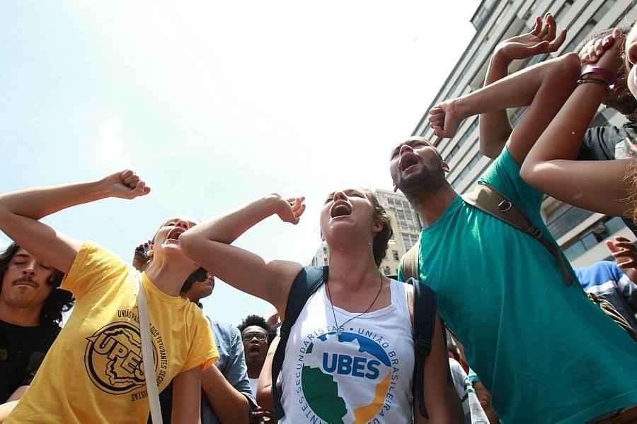 Vitória dos estudantes: Alckmin recua e adia reorganização