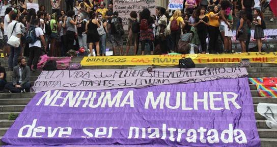 MULHERES RELATAM CASOS DE VIOLÊNCIA EM 55 REDAÇÕES DO ENEM