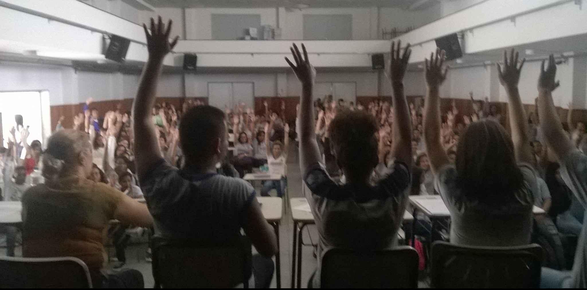 GREVE NO RJ: estudantes ocupam escola