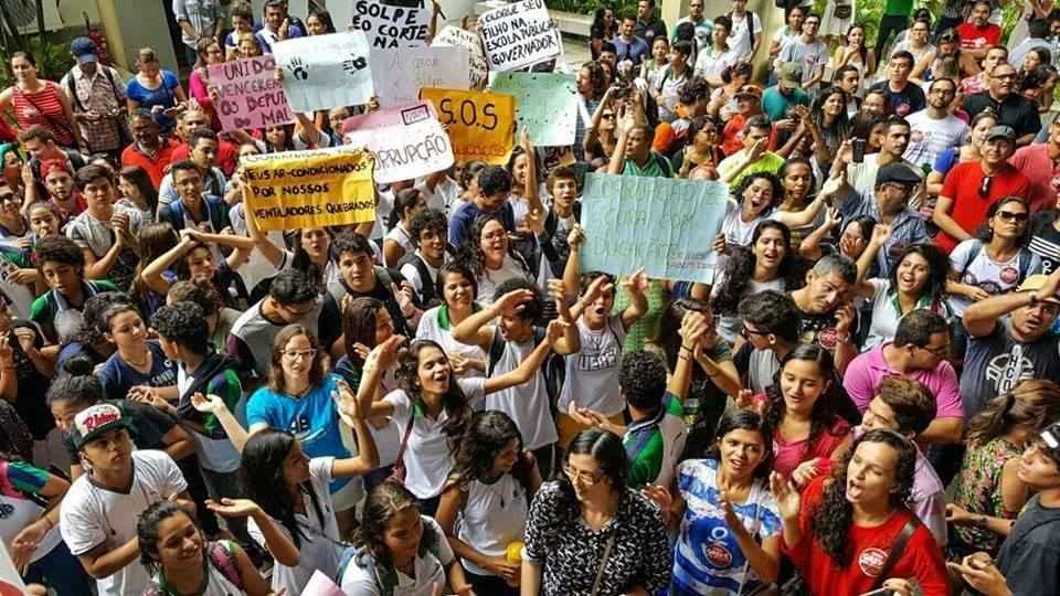 Ceará em luta: estudantes ocupam 33 escolas e declaram apoio aos professores