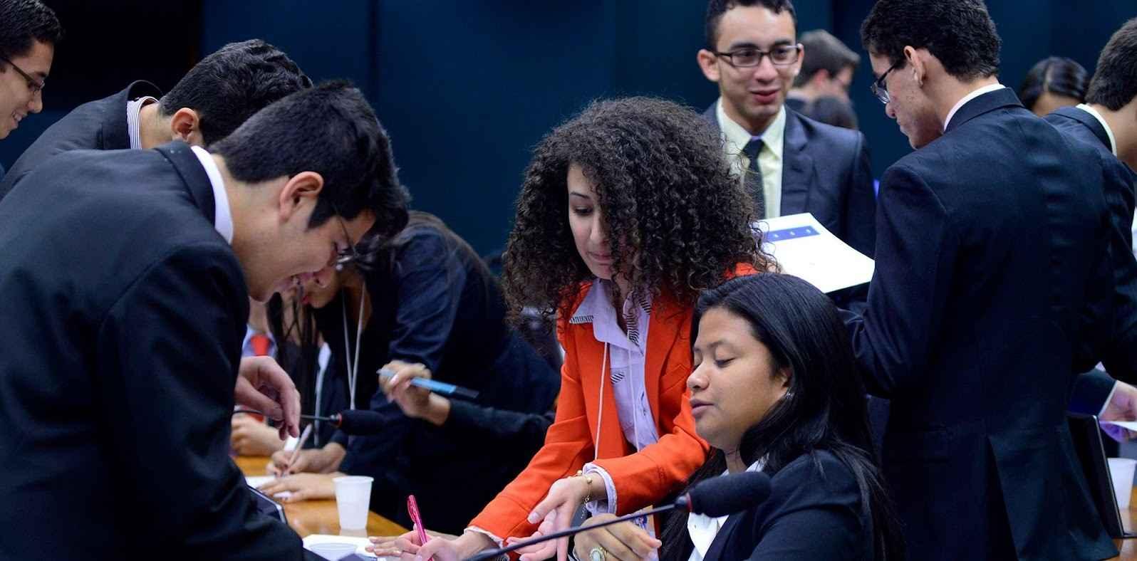 Parlamentares Jovens lançam carta em defesa da democracia e contra o golpe
