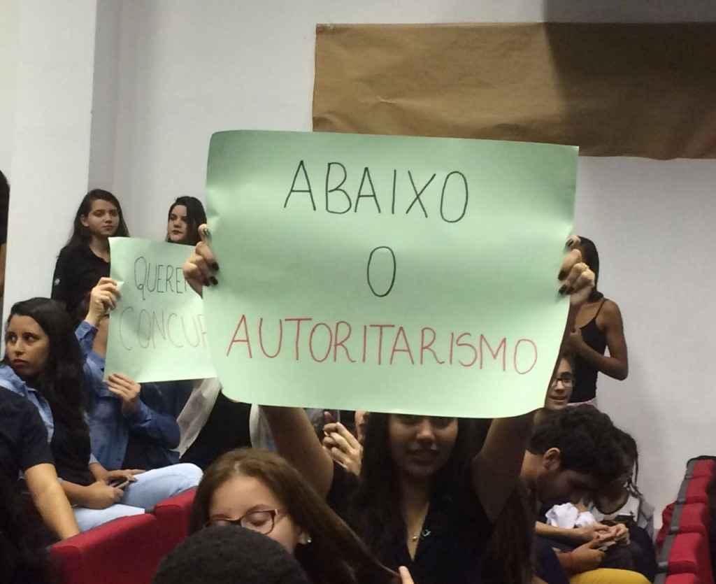 não_autoritarismo