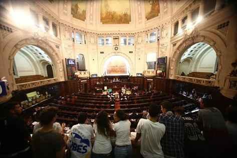 Mais democracia: na ALERJ, estudantes cariocas conquistam voto direto para eleger diretores