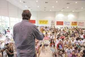 O ex-ministro durante mesa no 3º Encontro Nacional de Grêmios, na Universidade Federal do Ceará