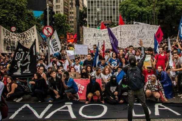 R$4 não dá! Estudantes se unem à população contra aumento da tarifa em SP