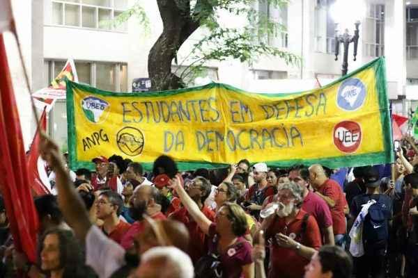 Estudantes e povo brasileiro ocupam São Paulo contra mais um golpe na Democracia
