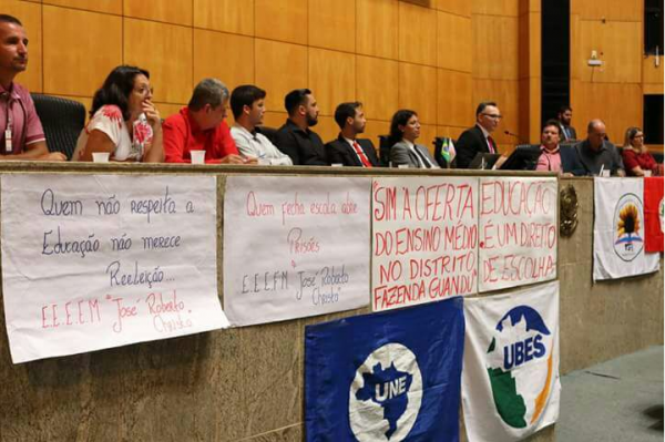 Estudantes em alerta contra ameaça à Educação no Espírito Santo