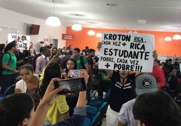 Kroton avança sobre educação básica