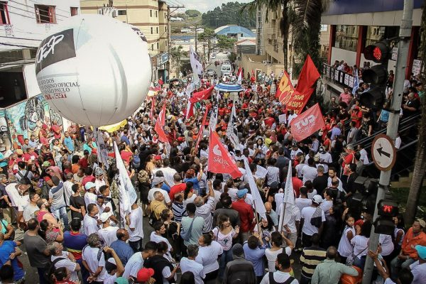 5 fatos que indicam perseguição no pedido de prisão de Lula