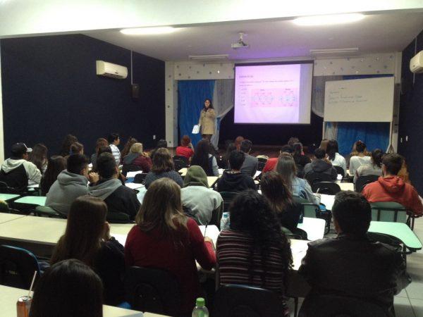 #SeLigaVestibulando: Cursinho popular organizado por secundaristas lota salas