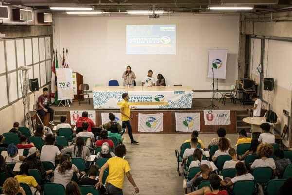 """Projeto """"Escola Sem Partido"""" remove caráter educacional"""