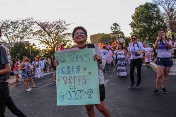 #EleNão: Mais livros, menos armas
