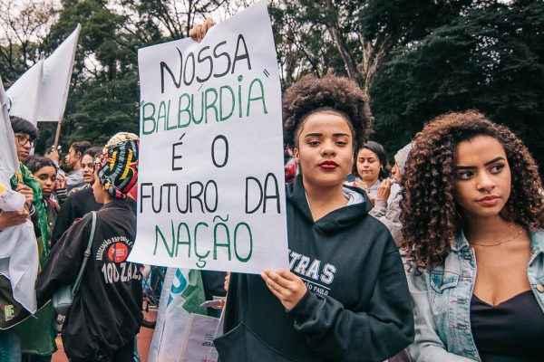 7 cartazes que resumem o recado dos estudantes em 2019