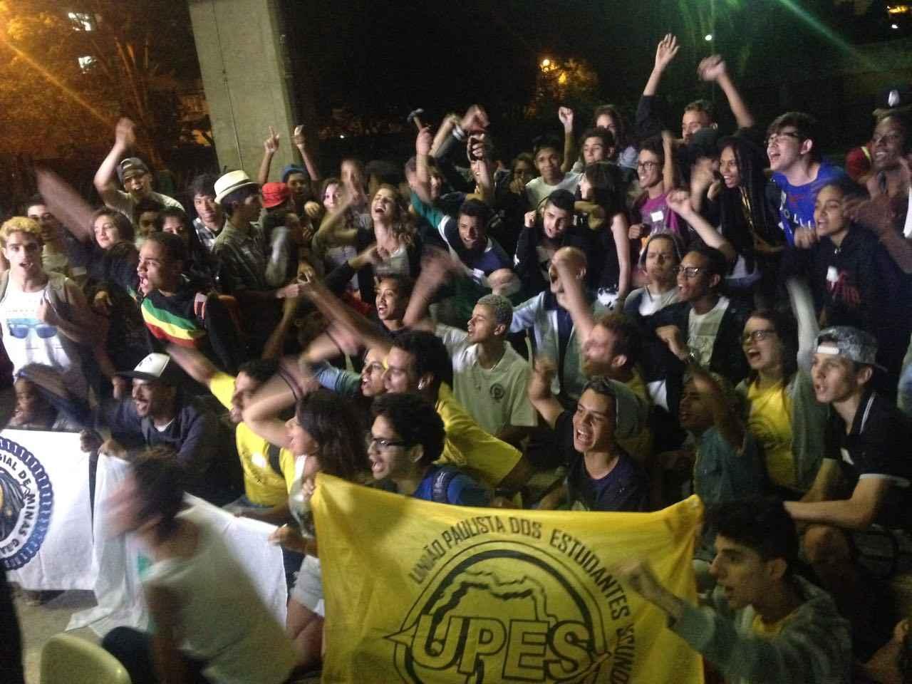 Assembleia dos estudantes decide manter as ocupações