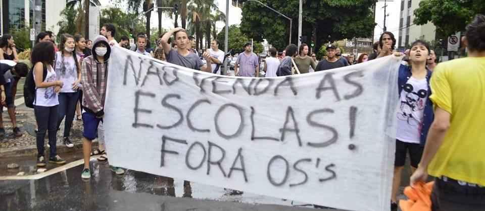 Governo tucano espanca secundaristas em Goiás: jovens lutam contra terceirização de suas escolas