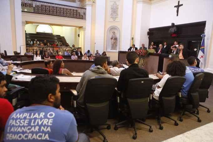 Na Comissão de Educação, estudantes denunciam fechamento de escolas em Pernambuco