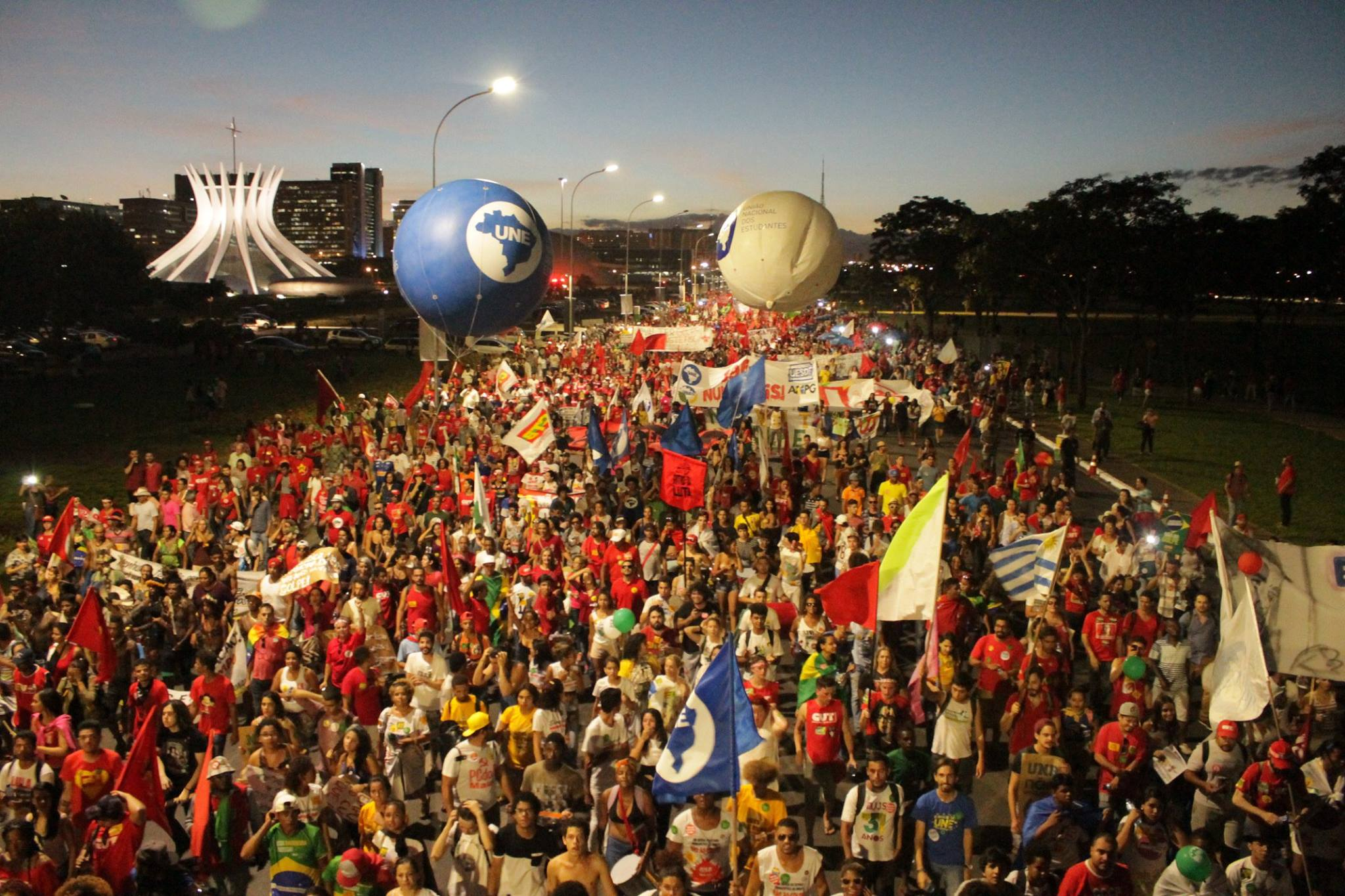 800 mil em defesa da democracia: não vai ter golpe e já tem luta!