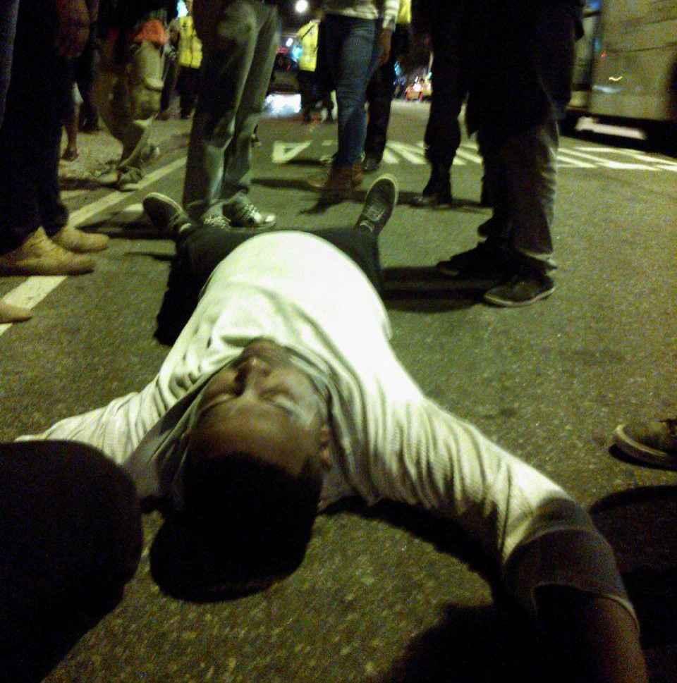 No Rio de Janeiro, polícia usa arma de choque contra ato estudantil pacífico