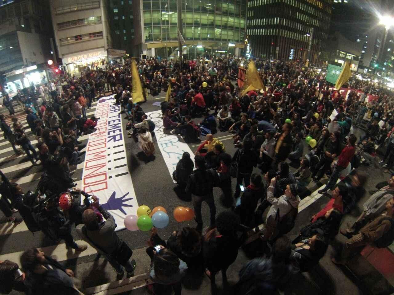 Contra PEC 241 e MP do Ensino Médio estudantes fazem ato na Paulista