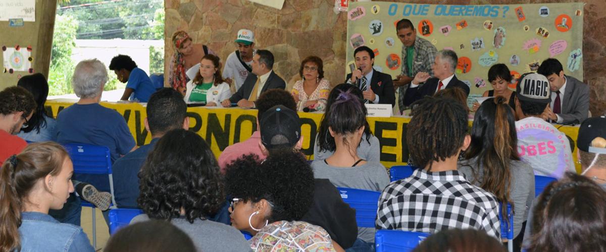 MG: em assembleia no Colégio Estadual Central, estudantes denunciam violência e ameaças contra as ocupações