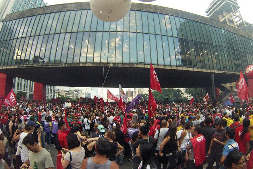Milhares tomam as ruas do Brasil contra a reforma trabalhista e da previdência