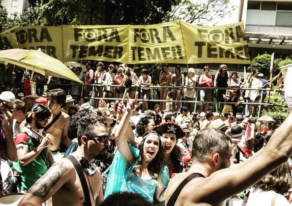'Fora Temer' vira hit de carnaval