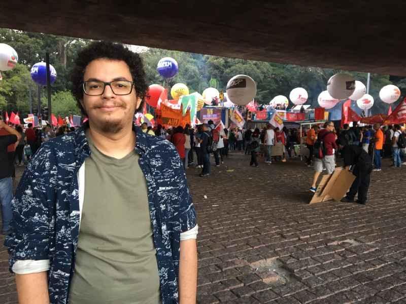 """Fábio Barros, da Uninove: """"Ver esse tanto de gente reagindo, aqui, na rua, dá uma esperança maior"""""""