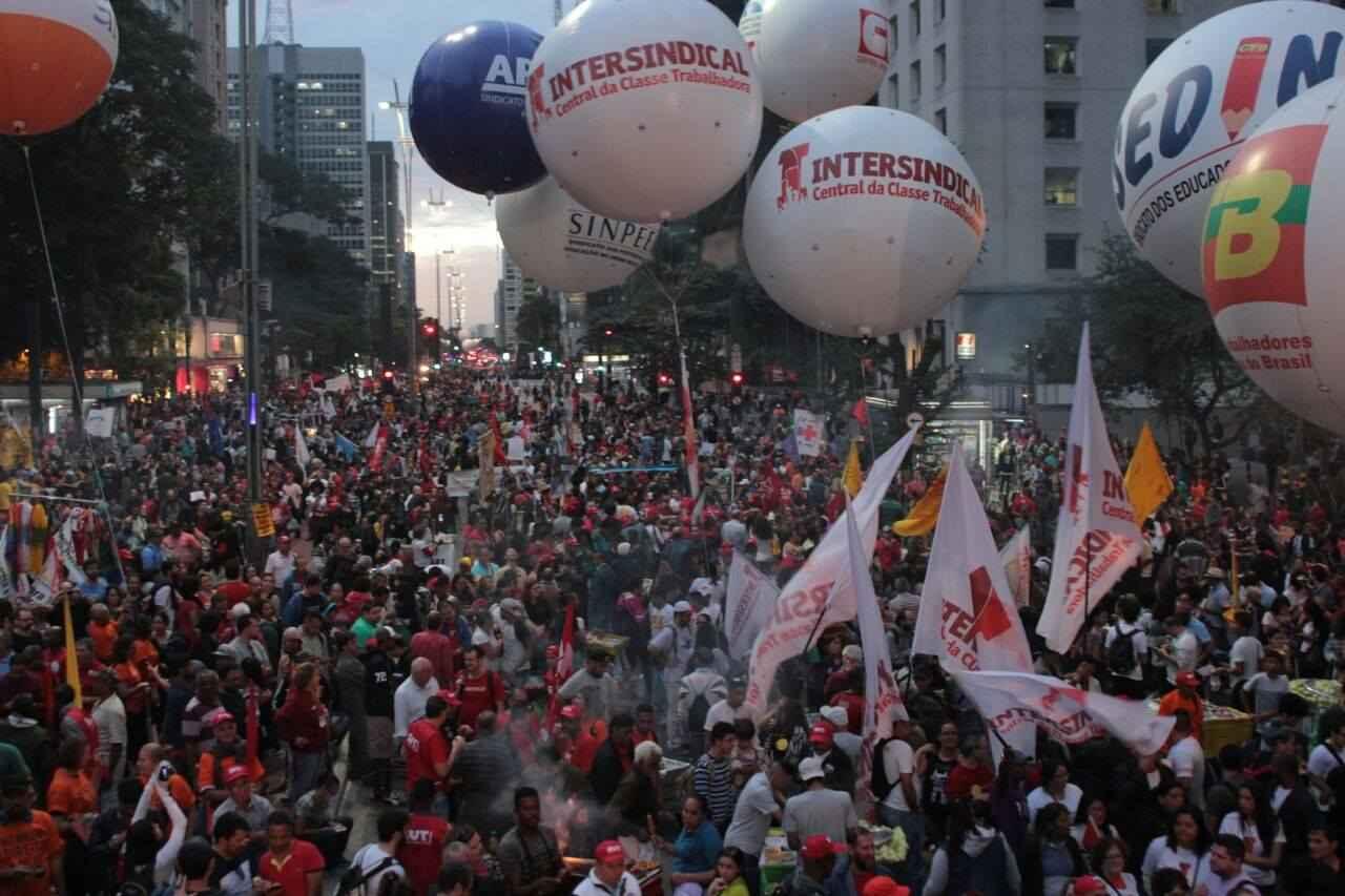 Estudantes mostram unidade com trabalhadores na #GreveporDireitos em SP