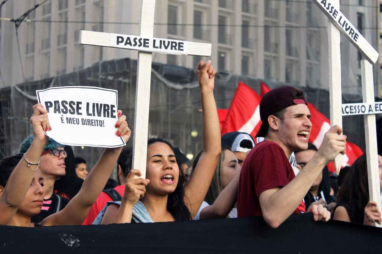 São Paulo tem dia de luta contra cortes no passe livre