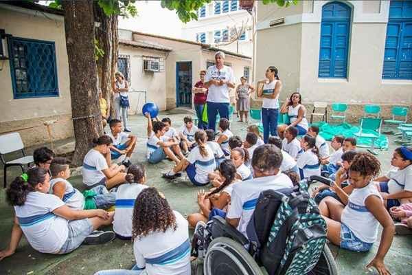 Estudantes com deficiência aguardam oportunidades