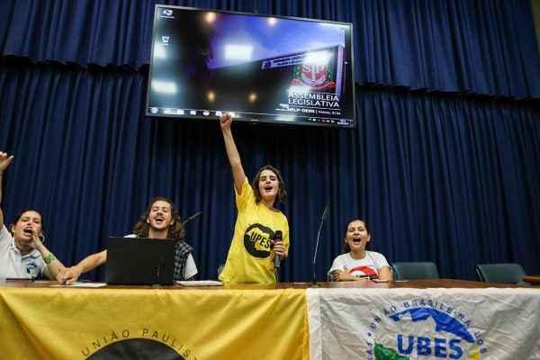 Em meio a luta por bolsas, nova diretoria da UPES toma posse na Alesp