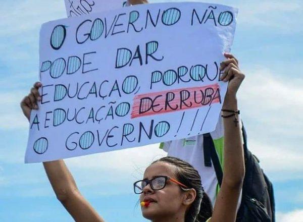 10 cartazes que dizem tudo sobre os cortes na Educação