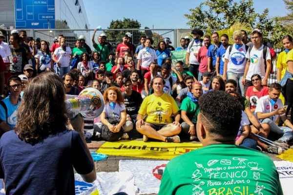 Estudantes denunciam ataque ao interesse público das instituições federais