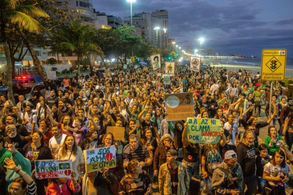 Artigo: O Brasil está em chamas e a rua te chama