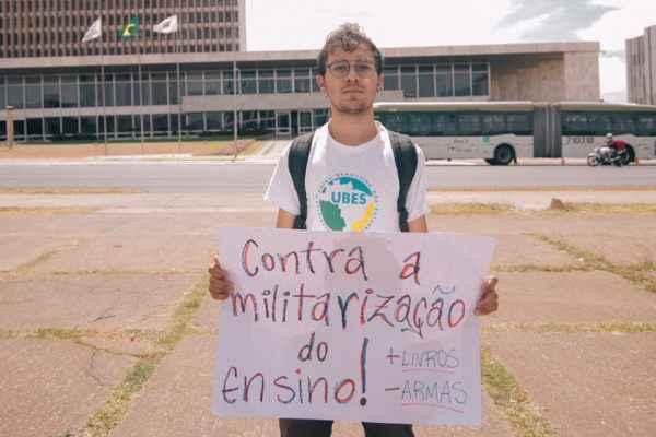 Minha escola não é quartel: Militarização ameaça liberdade do estudantes