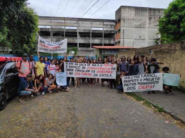 Estudantes pedem respeito! Polícia invade ocupação de escola no RJ