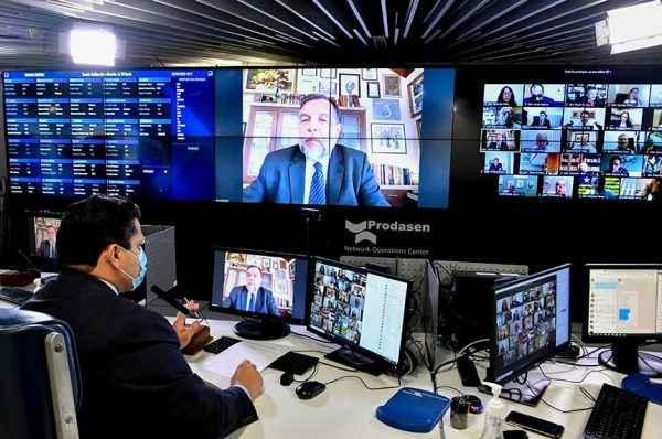 """""""REVOLUÇÃO NA EDUCAÇÃO"""": Senado aprova novo Fundeb em dia histórico"""