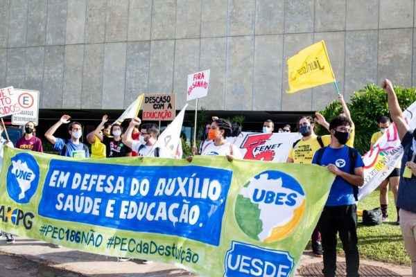 Auxílio sim, desmonte não: Secundas se mobilizam em todo o Brasil contra PEC 186
